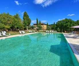 Gallena Apartment Sleeps 4 with Pool and WiFi