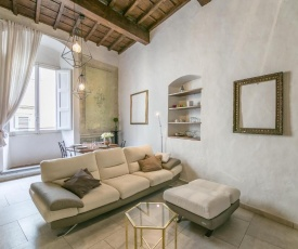 Historical stone house, in the amazing centre of Florence!