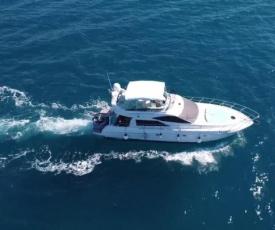 barca yacht a motore