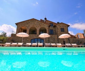 Cozy Farmhouse in Castel del Piano with Swimming Pool