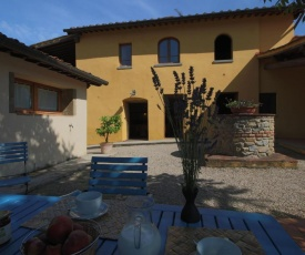 Spacious Holiday Home in Castelfranco di Sopra with Pool