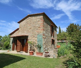 Welcoming Farmhouse with Swimming Pool in Tuscany