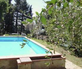 Vast farmhouse for 5 persons located on Pratomagno mountain