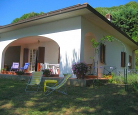 Luxurious Villa with Terrace in Castellina Marittima