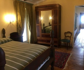 Borgo Santa Lucia, Casa Legnaia