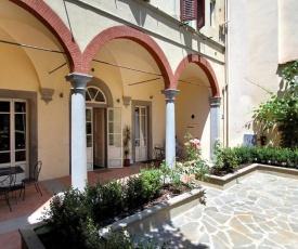 Piazza Ciompi Apartment With Private Garden