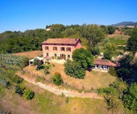 Cozy Holiday Home in Castiglione di Garfagnana with Barbecue