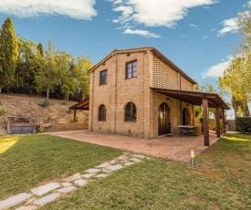 Cozy Cottage in Castelnuovo Berardenga with Swimming Pool