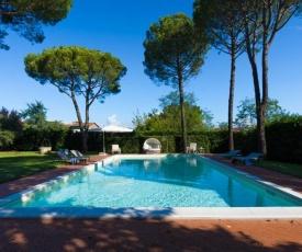 Villa Ines. Un tuffo nell 800 a due passi da Lucca