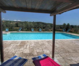Vintage Farmhouse with Pool in Asciano