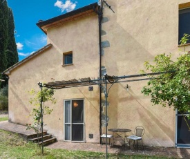 A fully renovated farmhouse for 2 people at Tuscany