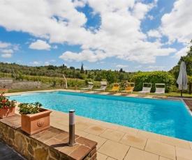 Plush Holiday Home in Civitella in Val di Chiana with Garden