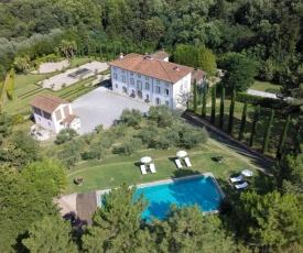 Colle di Compito Villa Sleeps 10 with Pool Air Con and WiFi