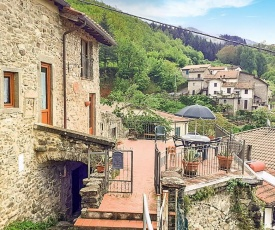 Stunning home in Bagnone with 3 Bedrooms