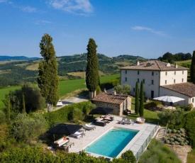 Villa in Celle sul Rigo Sleeps 17 with Pool Air Con and WiFi