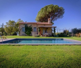4-person villa with private swimming pool and garden in lovely surroundings near Cortona