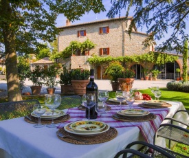 Agriturismo near Cortona with spacious garden and swimming pool