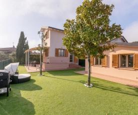 Villino Esse, Libero su 4 Lati più Dependance nel cuore della Versilia