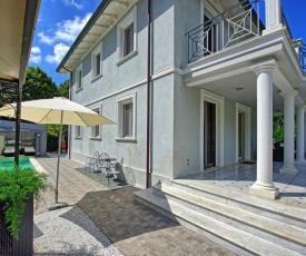 Camaiore Villa Sleeps 8 Pool WiFi