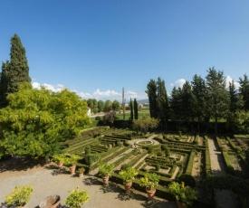 3bdrm luxury Apartment in Tuscan Villa,Private Estate, shared Swimmingpool