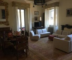4bdrm elegant apartm in Private Estate, shared Swimmingpool, Maze Garden