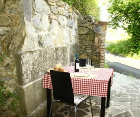 Traditional Cottage with Terrace, Garden Furniture, Barbecue